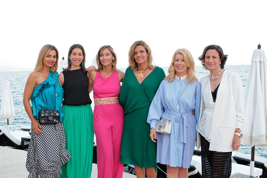 Ylona Novackova, Mariana Chacón, Mireya Becerra, Helen Cummins y Emma López.
